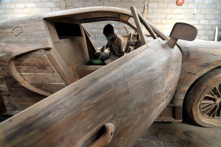 artesanos indonesia crean coches deportivos con madera atraccion360. Black Bedroom Furniture Sets. Home Design Ideas