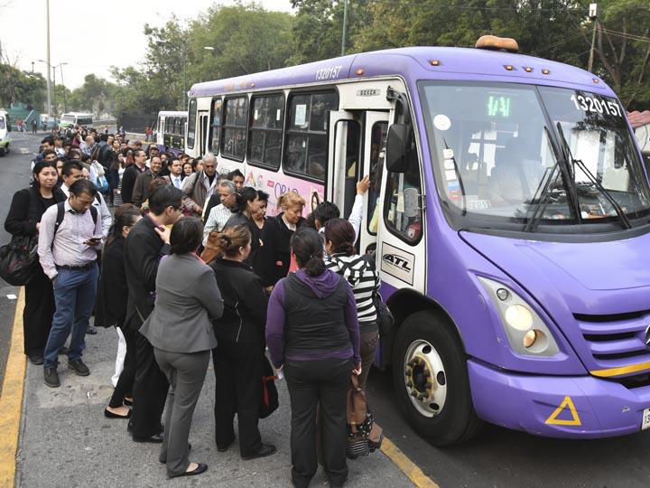 Piden viajar sin gorra y lentes en transporte público de CdMx