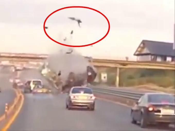 Conductor vuela 20 mts por los aires en accidente