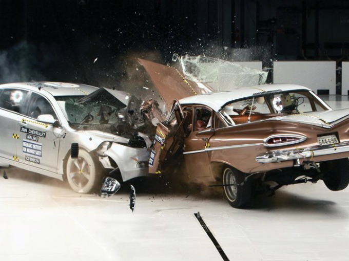 ¿Qué pasa si impactas de frente un auto de 1959 contra uno de 2009?