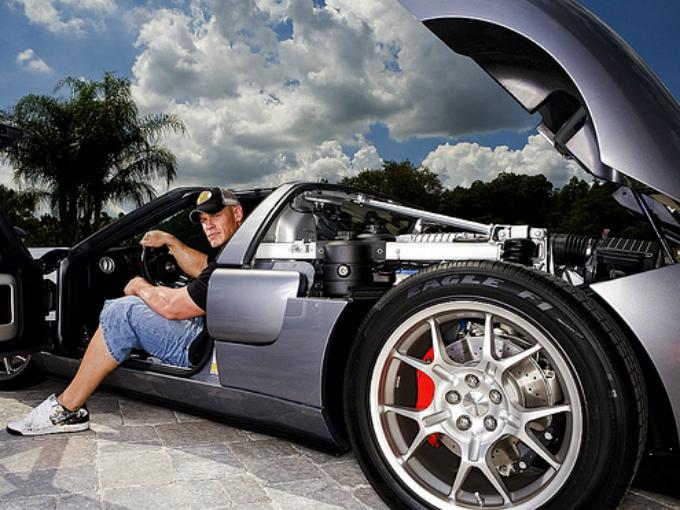 La musculosa colección de autos de John Cena