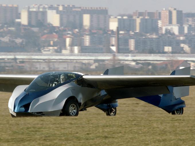 Despega con éxito el primer coche-volador