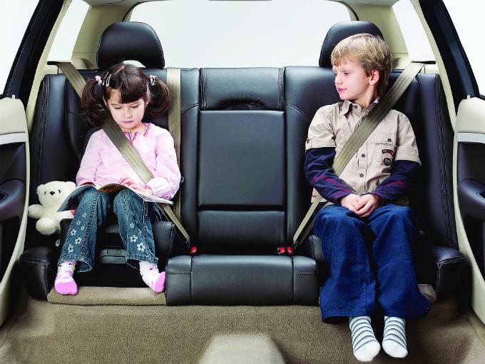 Multas a automovilistas que viajan con ni os atraccion360 for Coche con silla de auto