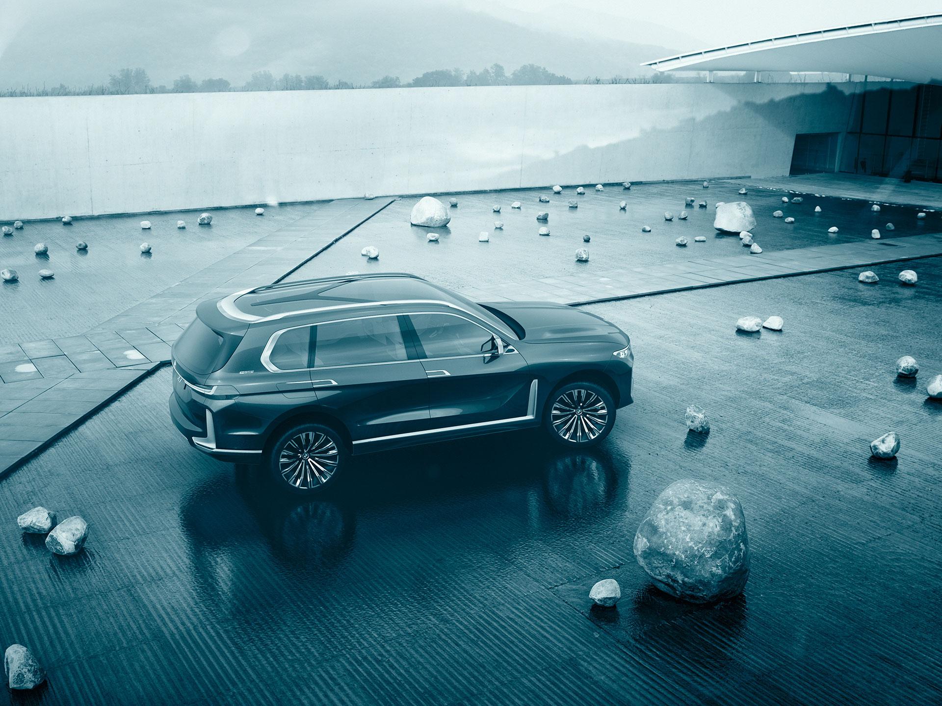 El CONCEPT X7 iPERFORMANCE, es el término de la nueva camioneta doméstico de BMW que veremos en ciertos años. Tiene 06 lugares para pasajeros y su tren motriz sera híbrido enchufable. Se espera que la nueva X7, modelo de producción de donde se desprende éste concepto, se presente el cercano año. Foto: BMW