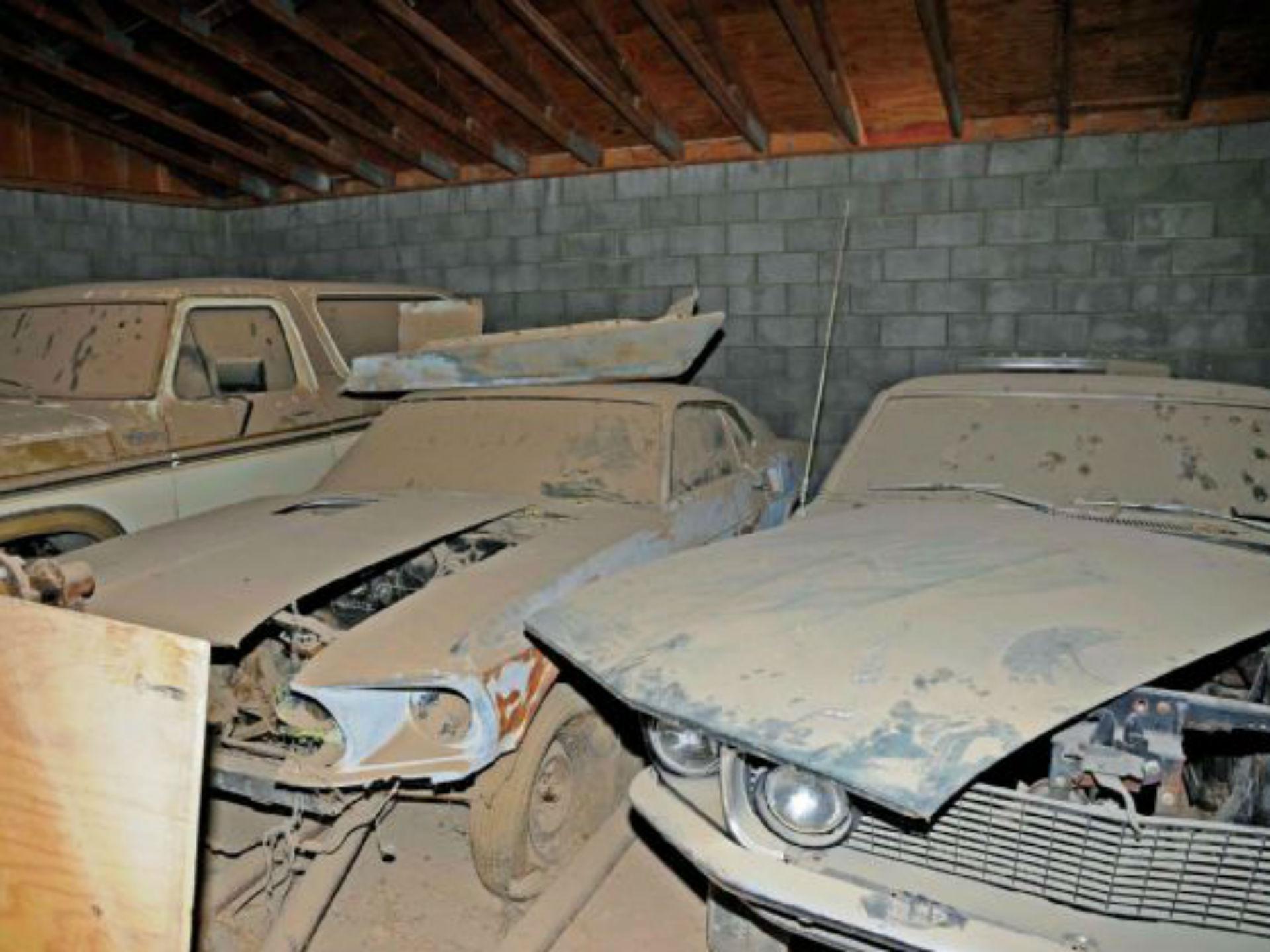 No se trata de sólo un Mustang, sino de una compilación completa de Muscle Cars, entre Torinos, un Cuda, un Talladega y muchas otras joyas. Pertenecen a Neil, quien a lo largo de su vida se ha dedicado a restaurar autos. Sin embargo, debido a ciertos problemas, no pudo concluirlo. Aunque ha recibido ofertas, se ha desmentido tajantemente a venderlos. Foto: Mustang and Fords