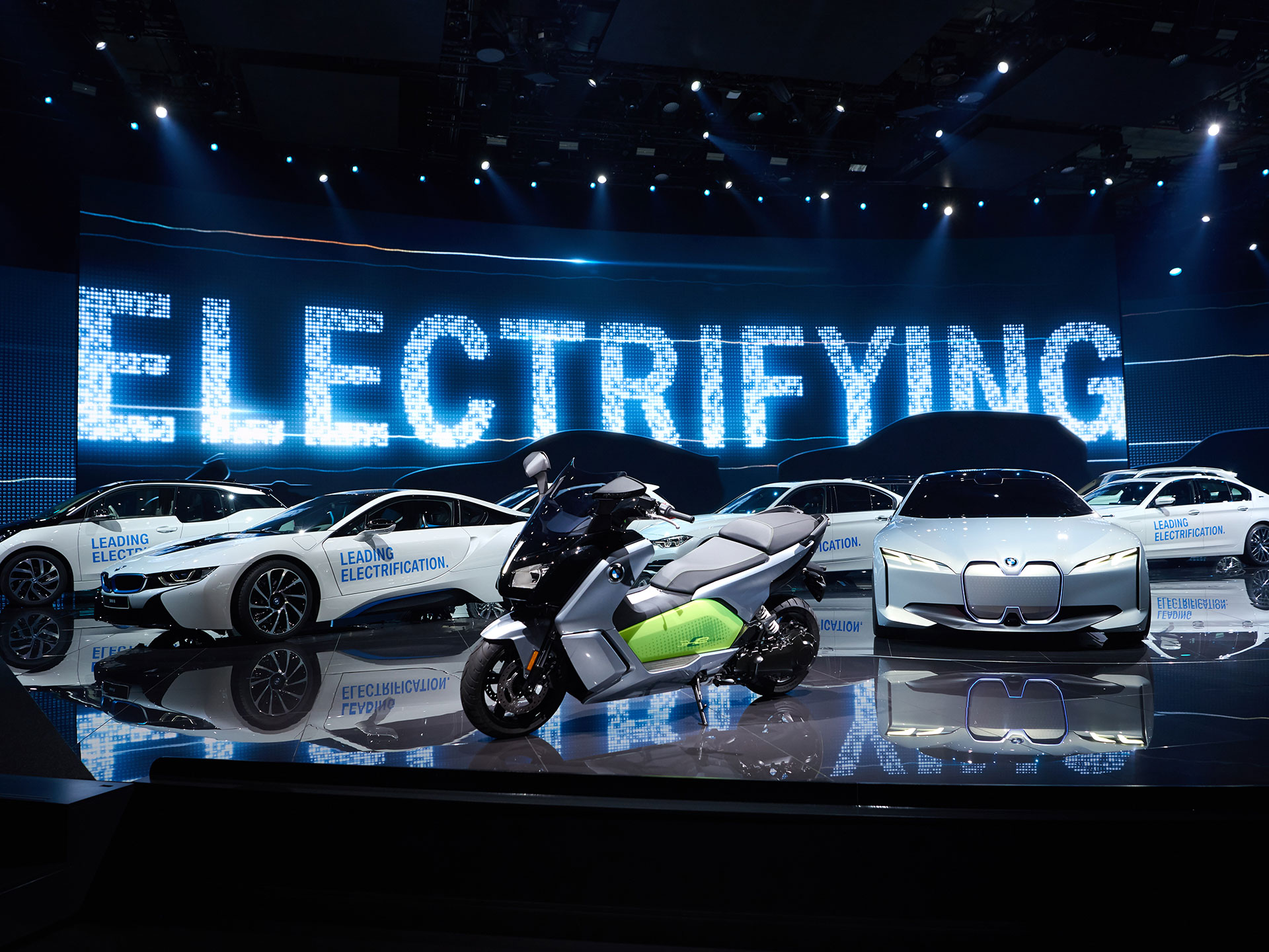 Electrificación, ése enfoque sera el target primordial de BMW en los posteriores años; para 2025 deberán tener doce coches eléctricos dentro de su portafolio de producto. Foto: BMW