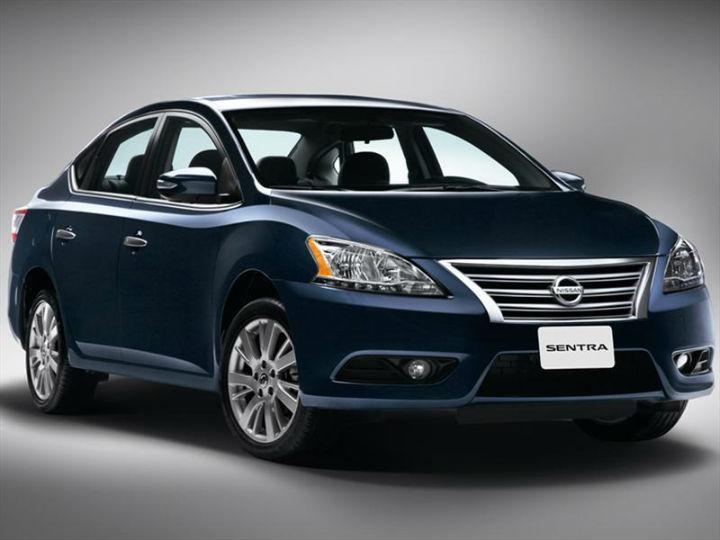 Sentra, Nissan. Total de unidades robadas: 2,073. Costo de seguro con cobertura limitada anual más alto: ZURICH Seguros, $  12,155. GNP Seguros, $  5,893. Foto: Nissan