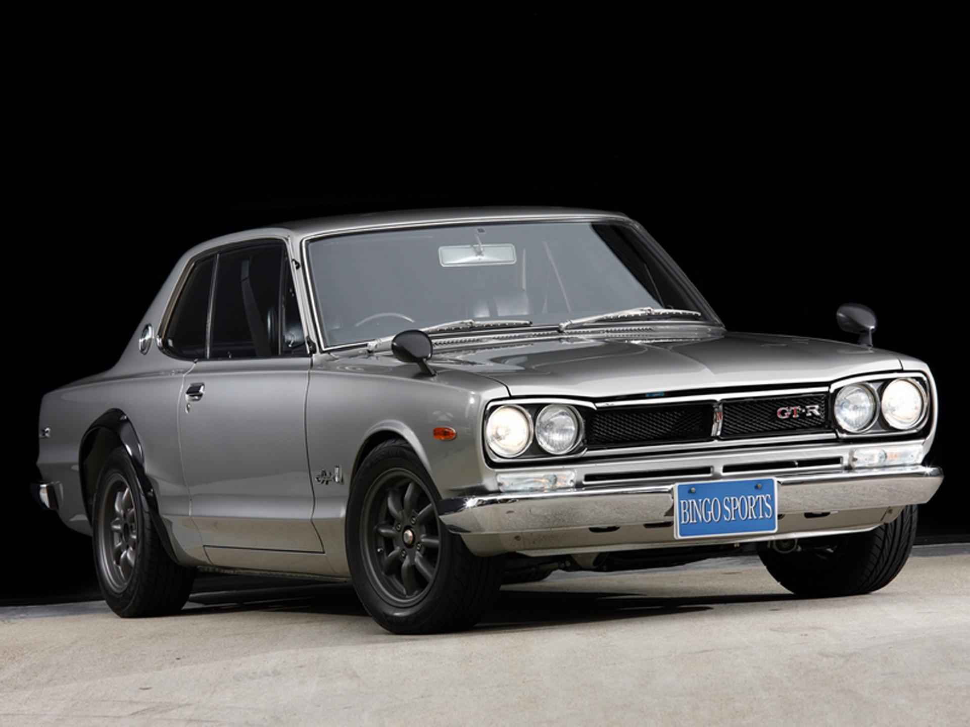 1969 Skyline 2000 GT-R. Fue el modelo que inició el pedigrí deportivo de Nissan. Aunque la firma ya llevaba múltiples años fabricando el Skyline, fue hasta 1969 que tomó otra dirección. La primera generación de GT-R montaba un motor 2.0 litros de 06 tubos que producía hasta 160 hp, en una retransmisión manual de 06 vel. Aunque duró pocos años en el mercado, su legado perdura hasta nuestros días. Foto: Flickr