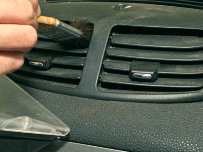 7 trucos para limpiar el interior del auto autolog a atraccion360 - Limpiar el interior del coche ...