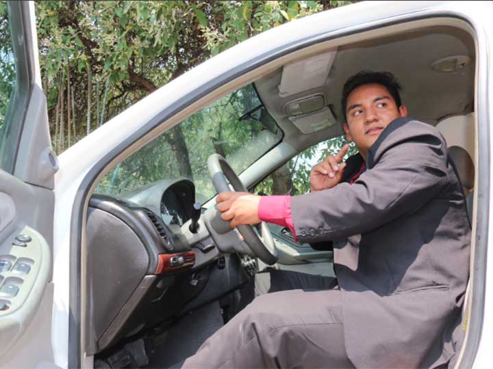 Estudiante Mexicano crea dispositivo para arrancar auto con voz