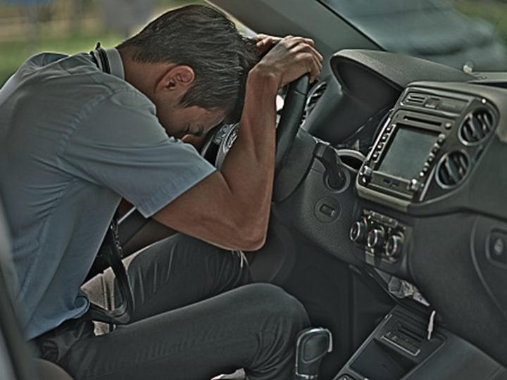 Que hacer si conductor auto se desmaya