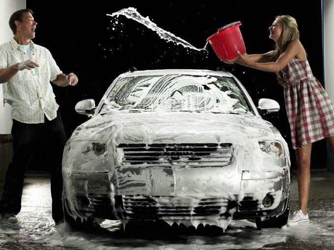 C mo lavar correctamente el coche atraccion360 for Como lavar el motor de un carro