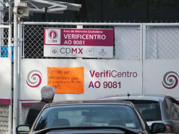 Los verificentros funcionaron cual centros de acopio en los días siguientes al sismo de 7.1 grados. Foto: Cuartoscuro