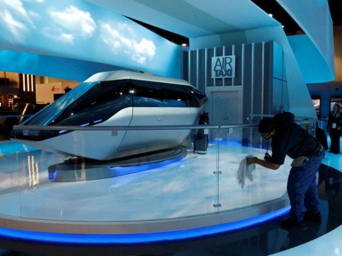 La compañía Bell Helicopter develó en Las Vegas la cabina del coche autónomo que Uber utilizará cual taxi aéreo alrededor del año 2020. Foto: Reuters
