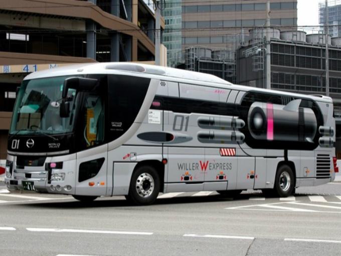 """Personajes Comunes En Un Viaje En Autobús: Autobuses Espaciales China """"Star Fighter"""""""