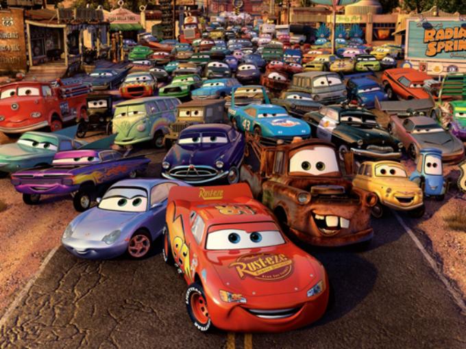 En Cars todos los modelos son basados en modelos reales. Mas no todos los modelos que aparecen sin estadunidense, ya que el directivo seleccionó cada vehículo de pacto en las localidades en donde transcurría la acción, por ejemplo, el Toyota Magesta, Nissan Figaro, Opel Meriva y Ford Mondeo son ciertos de los autos que aparecen en la película y que nunca se han exportado a Estados Unidos. Foto: Pixar/Cars Facebook