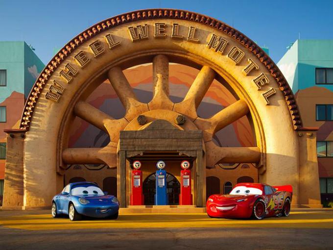 La película está dedicada al legado del guion del desaparecido Joe Ranft (murió en incidente de vehículo en el verano de 2005), y los créditos finales de la película son un tributo a su gigantesco talento y a su trabajo. Foto: Pixar/Cars Facebook