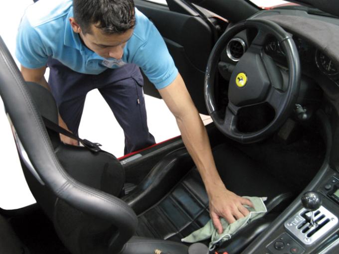 Consejos para limpiar interiores del auto atraccion360 for Como limpiar asientos de cuero