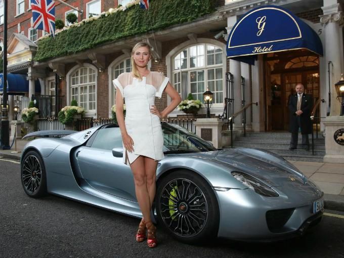 maria sharapova mark webber porsche 918 spyder atraccion360. Black Bedroom Furniture Sets. Home Design Ideas