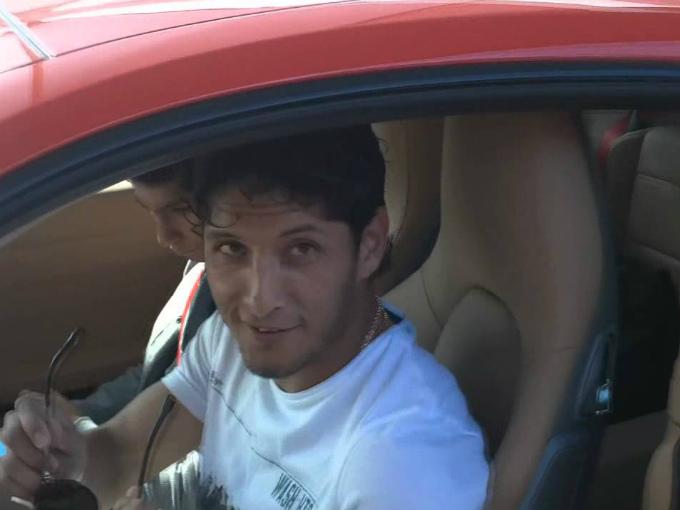 El futbolista mexicano, Ángel Reyna conduce un lujoso Porsche. Foto: YouTube