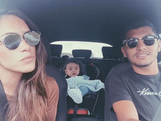 El volante mexicano Jesús 'Tecatito' Corona que juega en el Oporto de Portugal, conduce una lujosa camionera para dar seguridad a su familia. Foto: Twitter