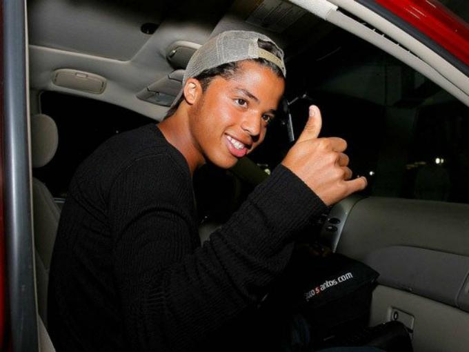 El mexicano, Giovani Dos Santos es fan de las camionetas y durante sus entrenamientos se deja ver en una Audi de lujo. Foto: Twitter