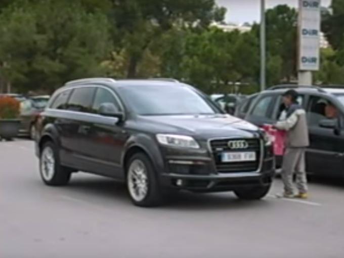 El mexicano, Giovani Dos Santos es fan de las camionetas y durante sus entrenamientos se deja ver en una Audi de lujo. Foto: YouTube