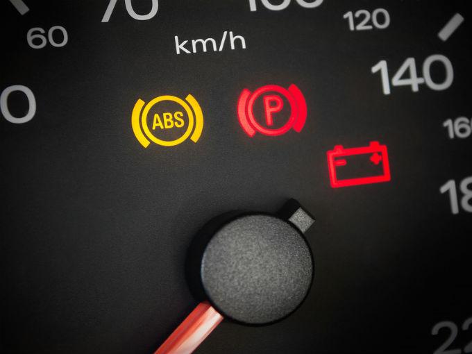 pasa cuando la luz del tablero del auto  dice abs