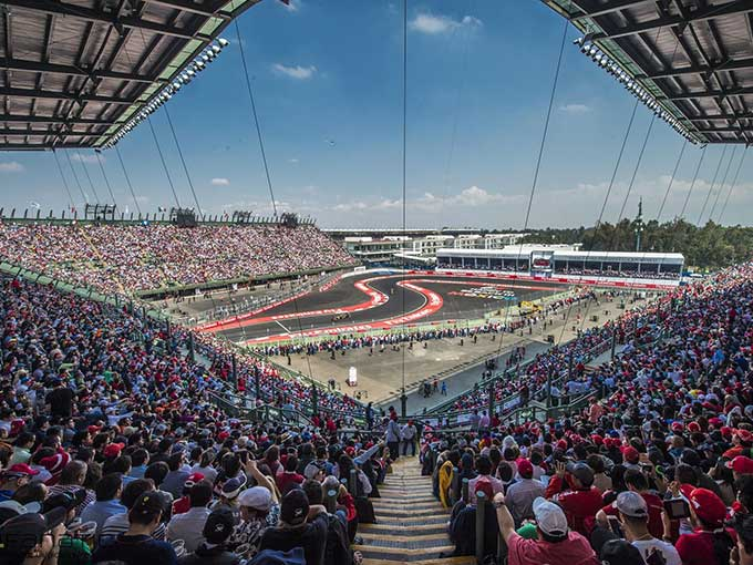 """5 razones por las que la diversión del GP de México están en la curva """"Adrián Fernández"""""""