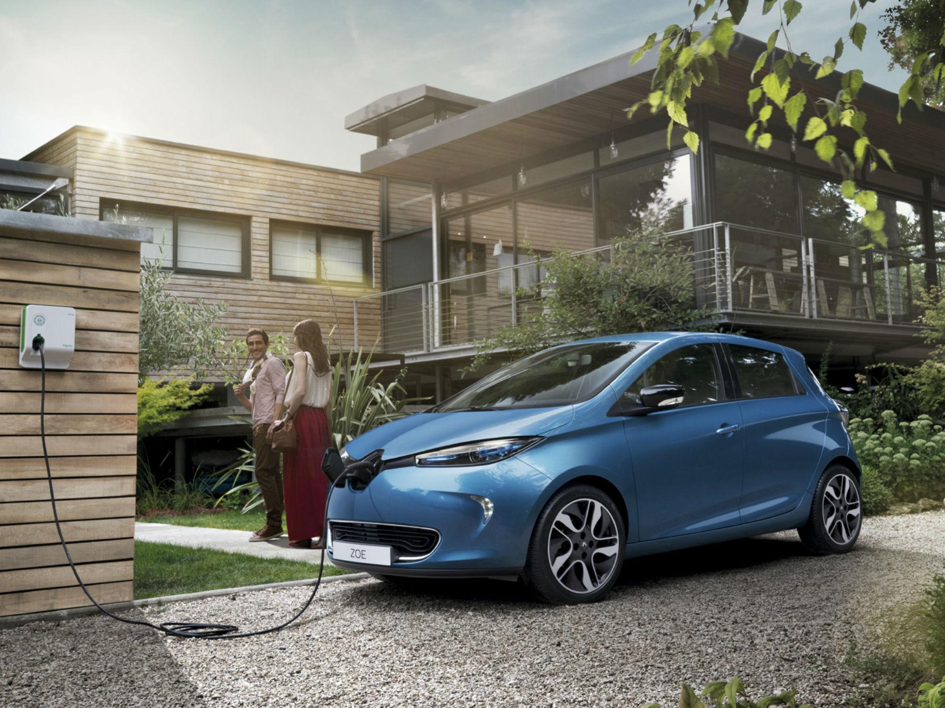 Renault Zoe. Se trata de la propuesta de un sólido eléctrico de la marca francesa. Es absolutamente eléctrico. Monta un motor de 88 hp, una autonomía de 210 km y un clima de recarga de nueve horas. Foto: Renault