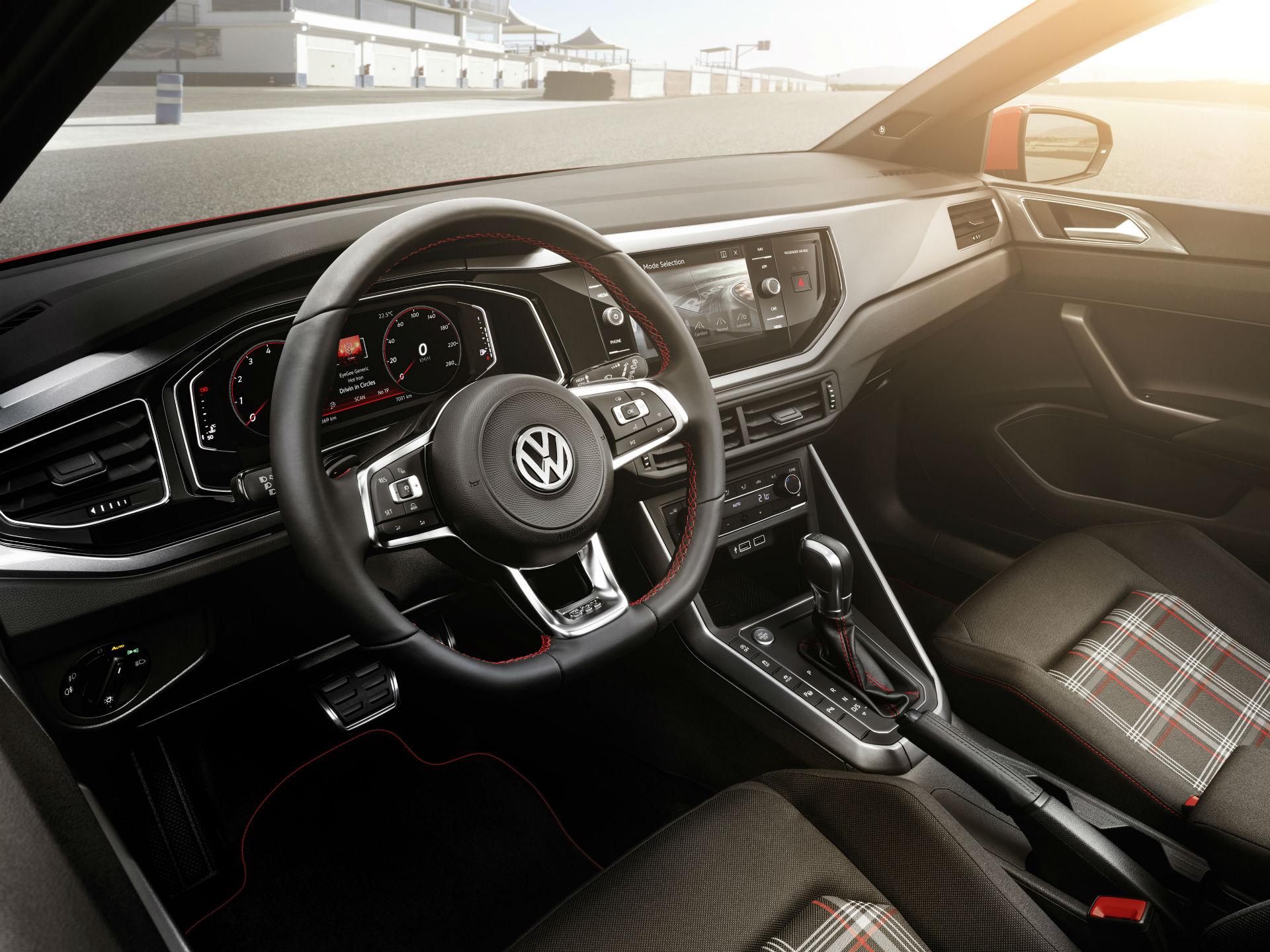 Como es costumbre, la versión GTI, tendrá los tradicionales propios de la firma, cual los asientos, emblemas alrededor del auto, un volante deportivo y doscientos caballos de fuerza. Foto: Volkswagen