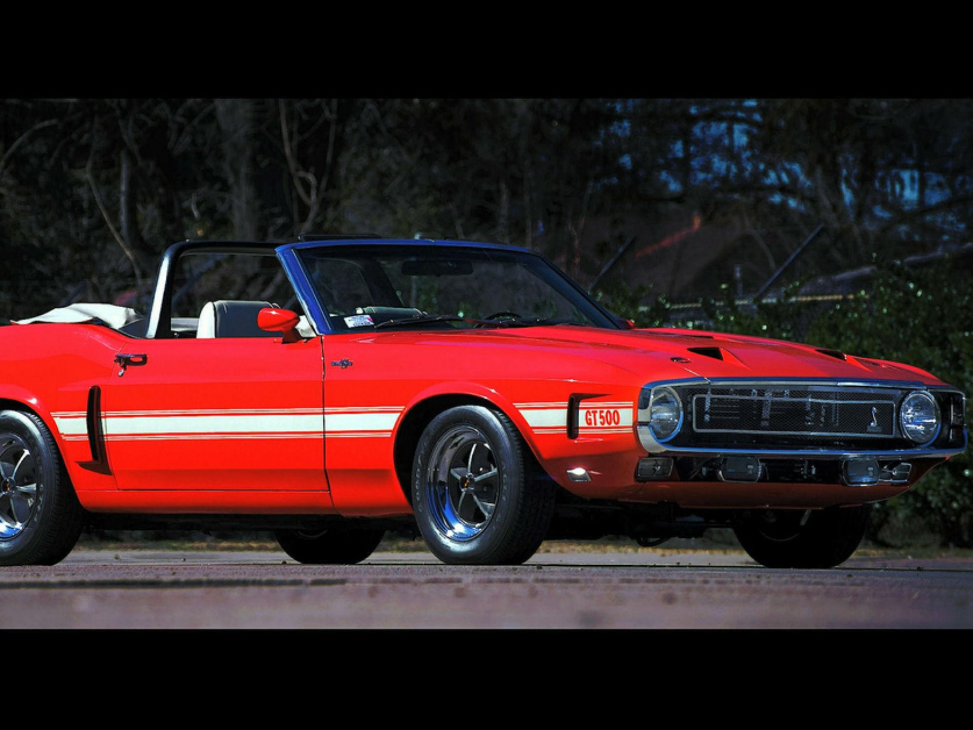 SHELBY GT quinientos CONVERTIBLE 1969 Un Mustang Shelby es especial, y si se trata de 001 convertible lo es aún más; pero si ademas fue propiedad de Carroll Shelby, luego es único. Éste vehículo fue 001 de los 02 únicos que Carroll sostuvo en su garaje en sus últimos años de vida. Fue vendido por 742 1.000 quinientos dólares en enero de 2008. Fotografía Flickr