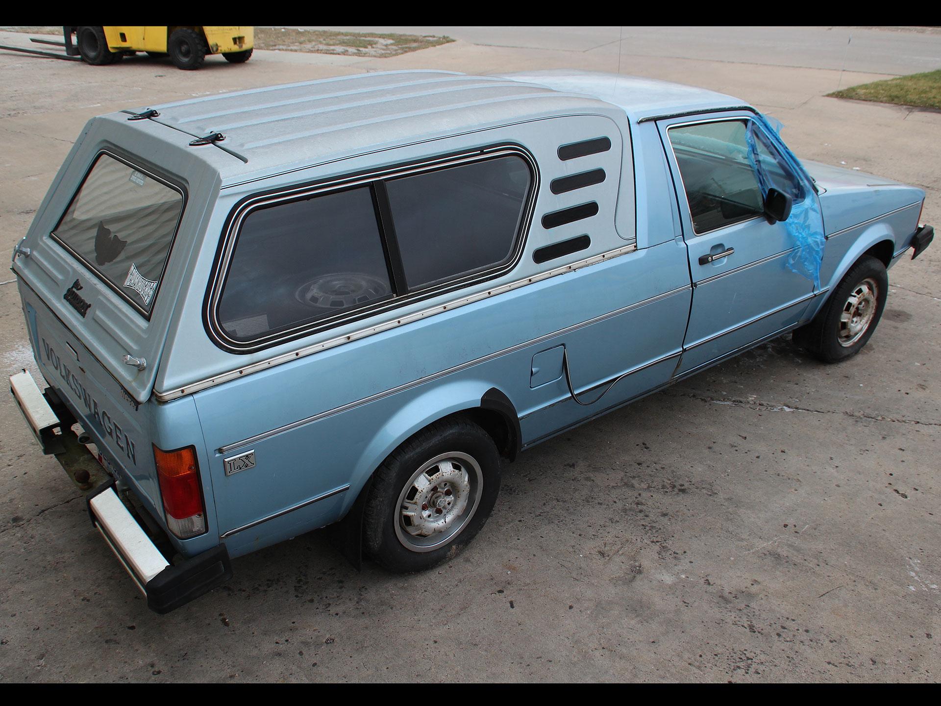 Este era el Volkswagen Rabbit pick up cuando llegó al taller de inavan. Foto: Imgur