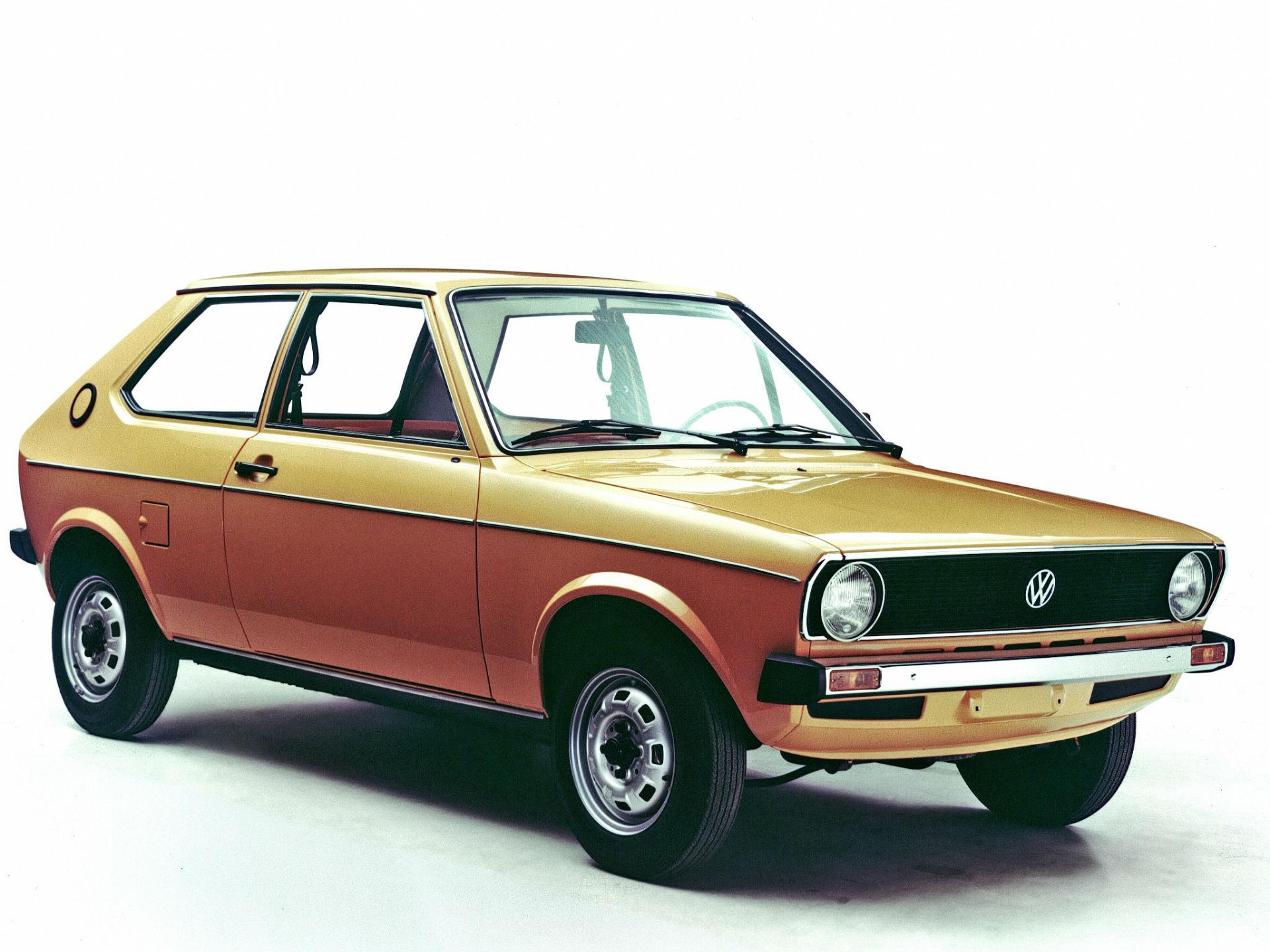 Lanzado en 1975 y basado en el Audi 50, el Polo fue una solución práctica, accesible, confiable y segura de un auto pequeño. Foto: Volkswagen