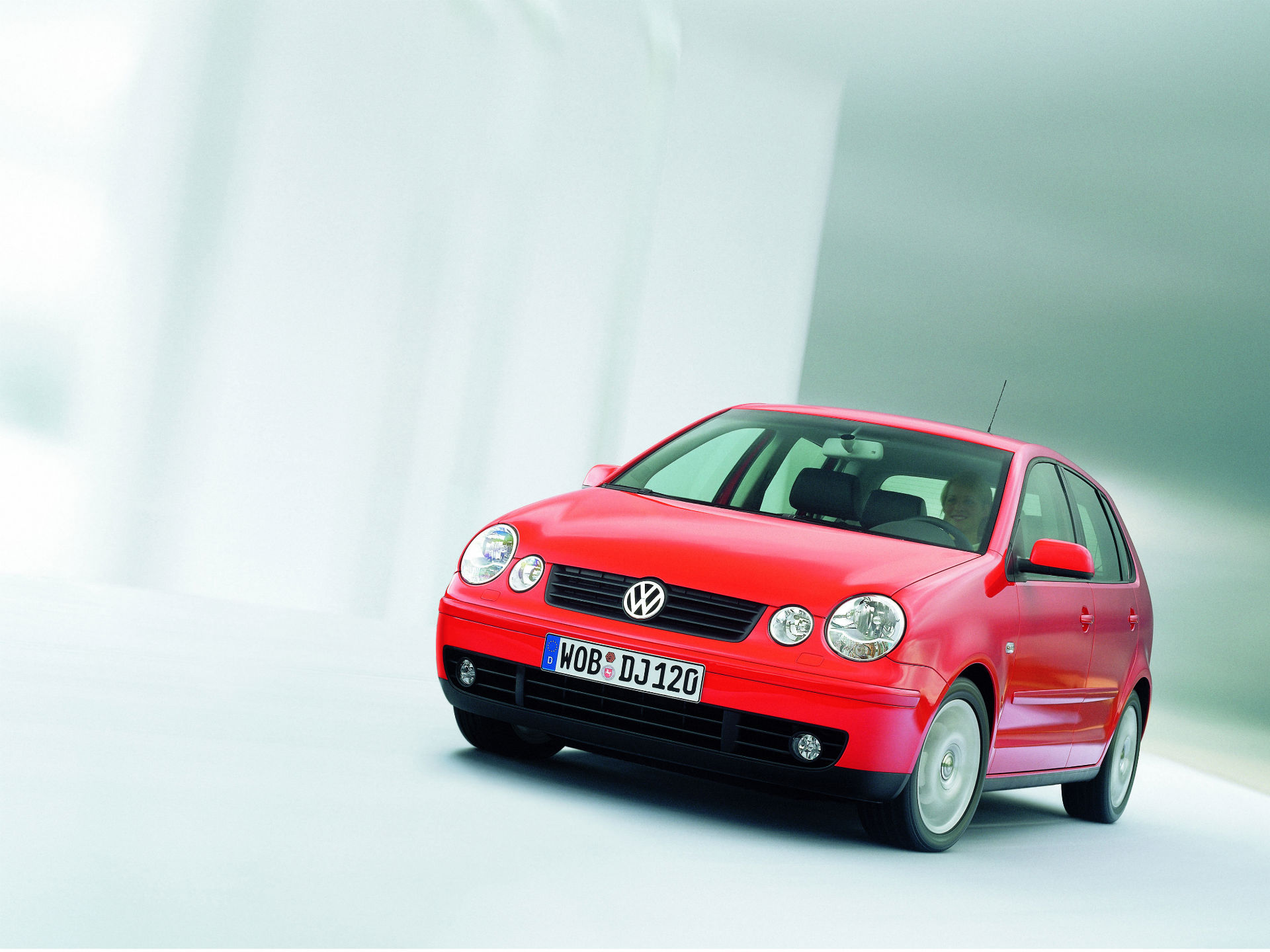 Su propia silueta y diseño frontal, fueron famoso en todo el mundo. En México se ofreció por primera vez con ése nombre y en carrocería sedán y hatchback. Foto: Volkswagen
