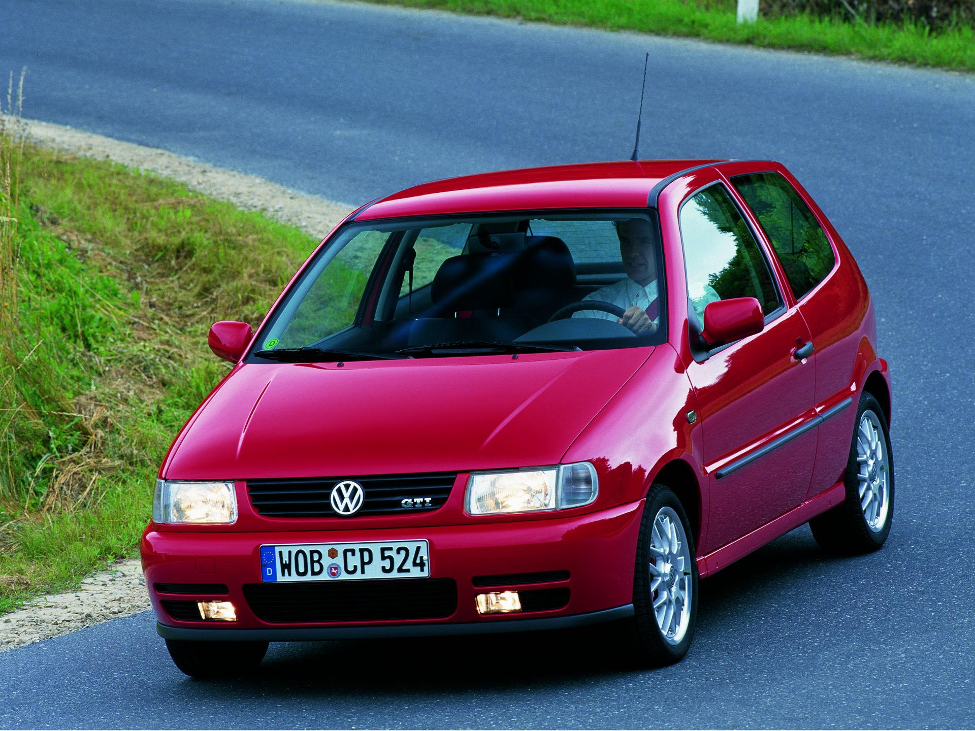 Con el cambio de generación, llegó asimismo cambio de carrocería. El Polo ahora se ofrecía en versión sedán y en otros mercados bajo filiales cual Seat. En México lo conocimos por primera vez con el nombre de Derby y Córdoba. Foto: Volkswagen