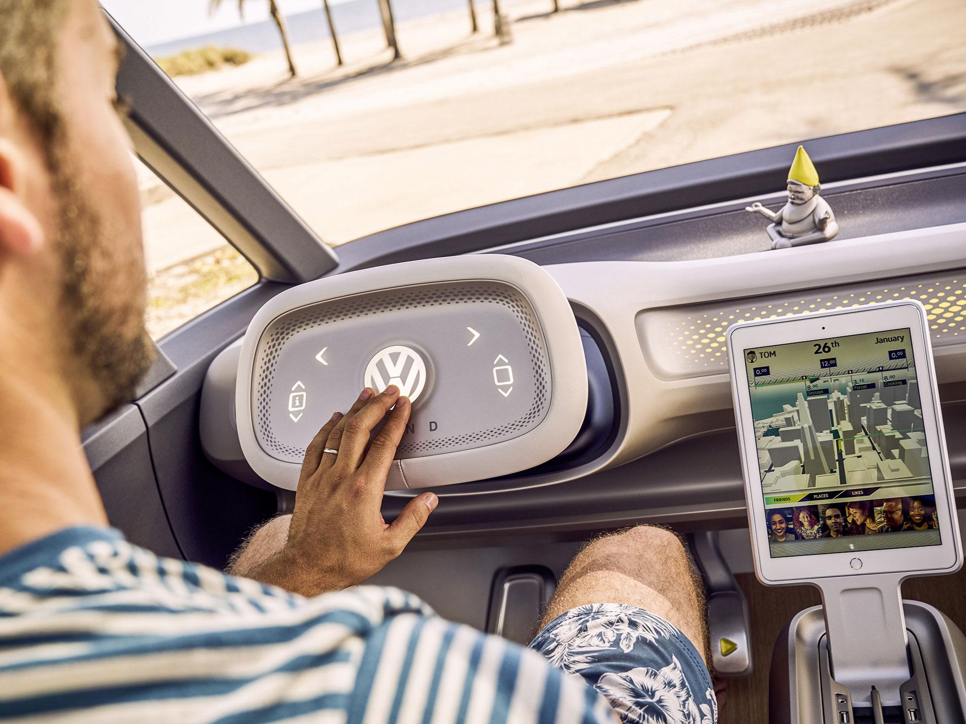 """Con un sólo toque, podrás """"esconder"""" el volante y dejar que su modo autónomo te lleve a tu destino. Foto: Volkswagen"""