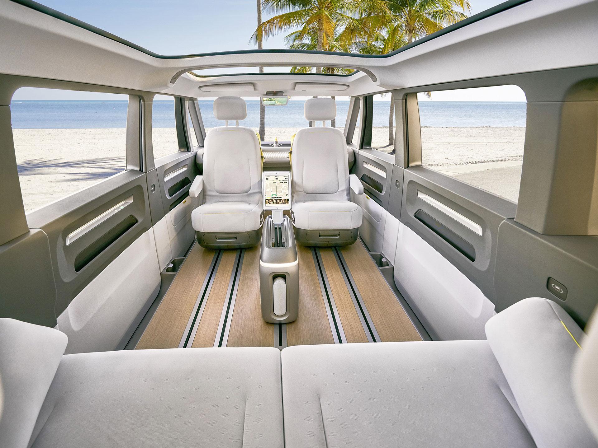 Los asientos se pueden recorrer para hacer más extenso el espacio interior. Foto:. Volkswagen