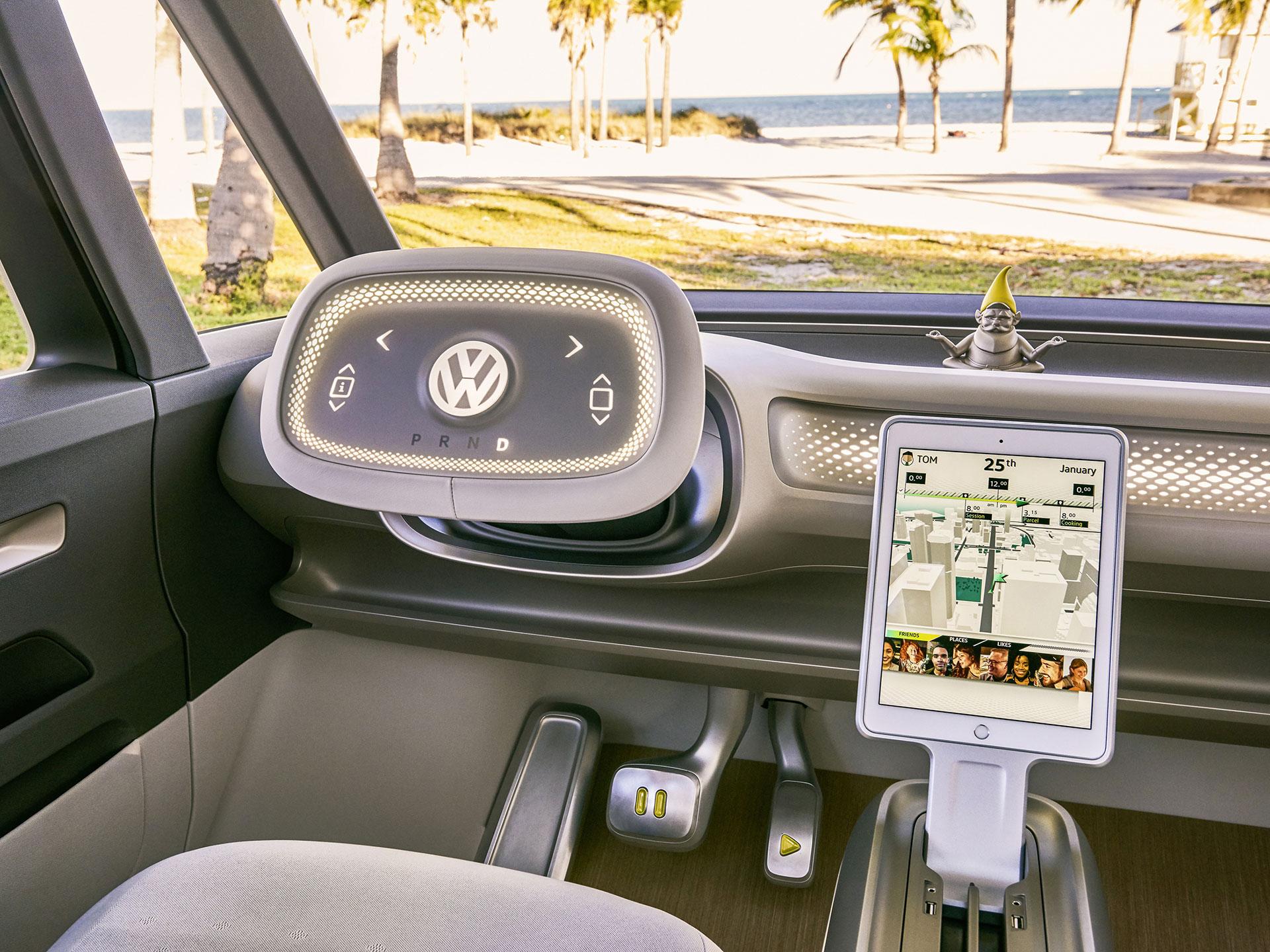 El interior el limpio, Tiene una pantalla táctil para manipular el sistema de infoentretenimiento y un volante digital. Foto: Volkswagen
