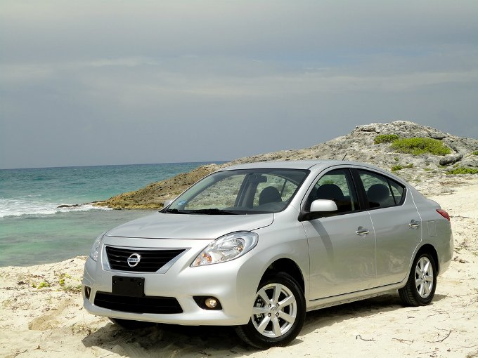 El segundo lugar lo ocupa en modelo Versa de Nissan, al vender durante el primer trimestre de 2013 un total de 12 mil 475 ejemplares. Foto: Flickr
