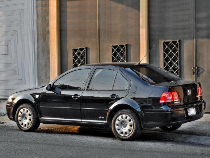 La tercera posición de los modelos más vendidos en México la apremia  el Jetta 4 puertas (Clásico) de Volkswagen, al colocar durante el periodo de enero a marzo 11 mil 551 modelos, con una participación del 4.7 por ciento del mercado nacional. Foto: Flickr