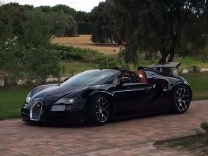 cristiano ronaldo c r 7 te presume su nuevo bugatti veyron a traves de un vid. Black Bedroom Furniture Sets. Home Design Ideas