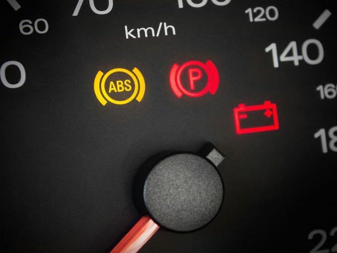 Qué pasa cuando la luz del tablero del auto que dice ABS ...