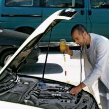 Conoce los 5 líquidos que jamás debes olvidar revisar en tu coche