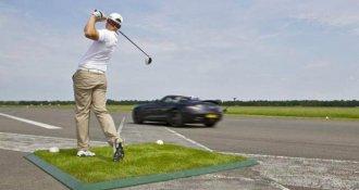 David Coulthard juega golf en su Mercedes SLS
