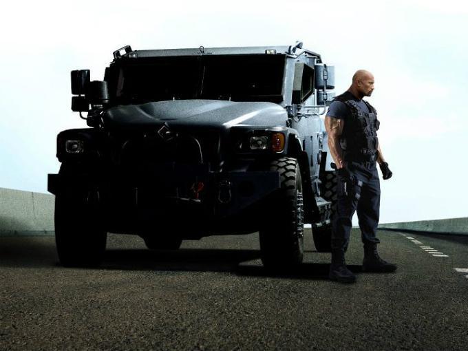 El poderoso vehículo de Dwayne Johnson en Rápido y Furioso 6