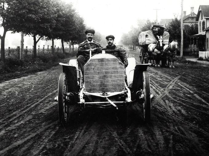 El interés de Louis Chevrolet nació de los autos de competencia. Foto: Chevrolet