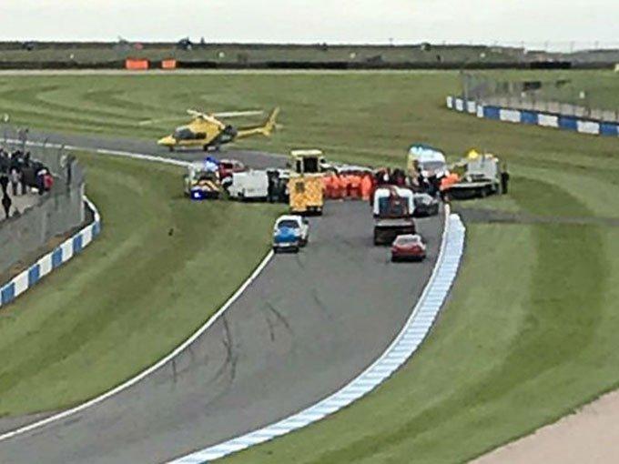 Billy Monger, conduzco de la F4 británica tuvo un aparatoso incidente que colocó en riesgo su integridad física. Foto: Tomada de Twitter