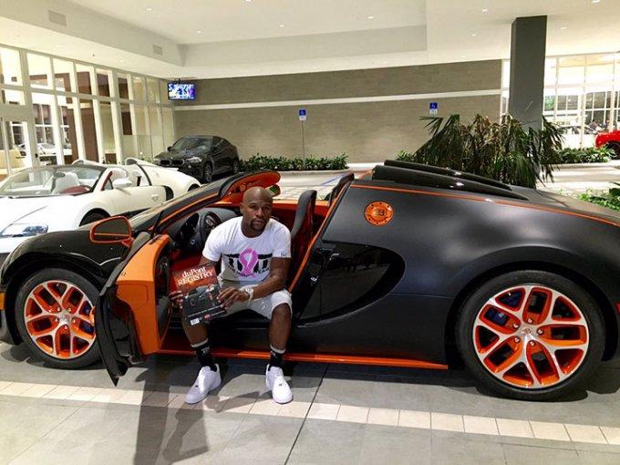 El popular boxeador quiere actualizar su compilación de autos deportivos por el coche más reciente de Bugatti, el Chiron. Foto: Instagram