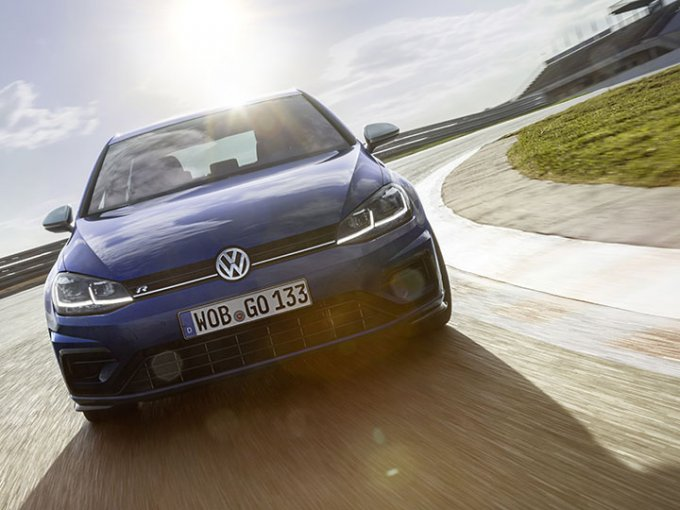 El Golf R es un deportivo emocionante, que goza estar en una pista de carreras. Foto: Volkswagen